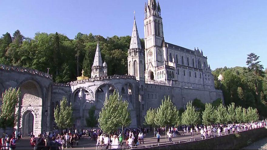 Fokozott biztonsági intézkedések Nagyboldogasszony ünnepén Lourdes-ban