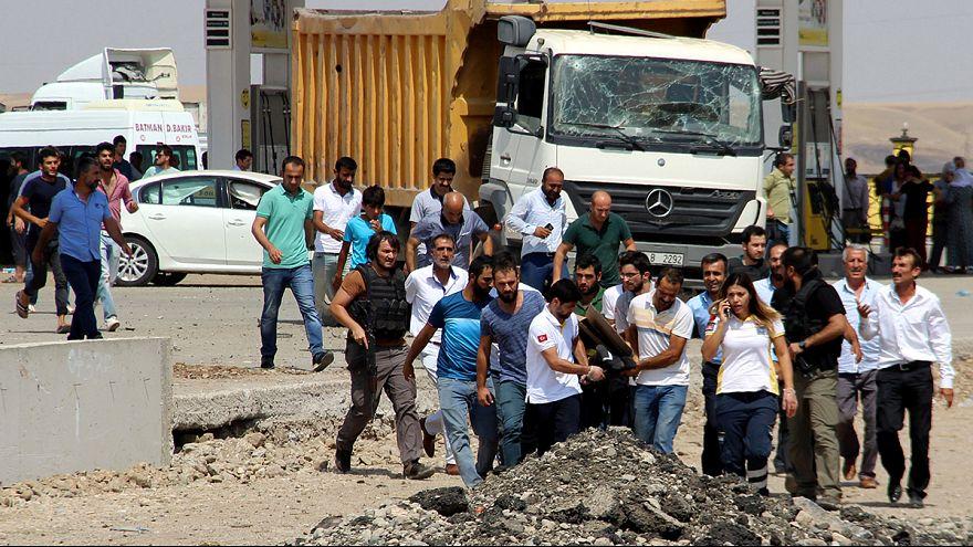 ستة قتلى في انفجار سيارة مفخخة بجنوب شرق تركيا