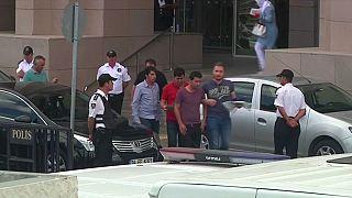 الشرطة التركية تقتحم ثلاث محاكم في إسطنبول وتعتقل 173 إداريا