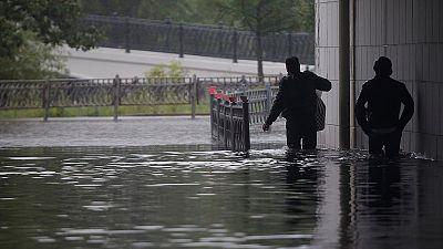 Des torrents de pluie s'abattent sur Moscou