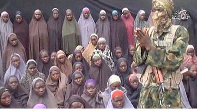 """Nigeria : Les proches des """"filles de Chibok"""" en veulent à Buhari"""