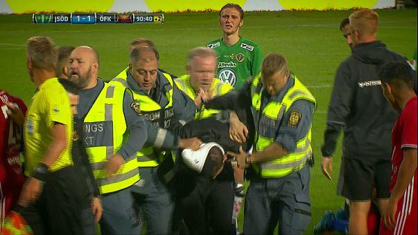 İsveç 1. ligi maçında kaleciye yumruklu saldırı