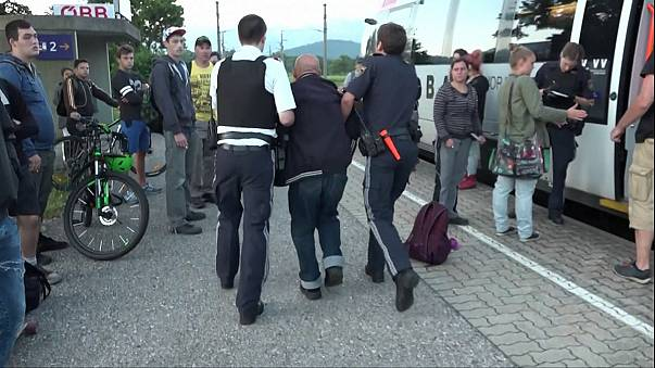ألماني ستيني يطعن ثلاثة ركاب في قطار بالنمسا
