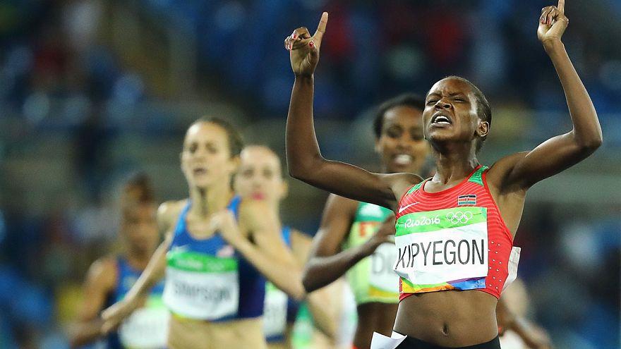 Kenyalı Faith Kipyegon bayanlar 1500 metrede olimpiyat şampiyonu oldu