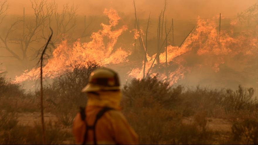 Wildfire rages unchecked in California