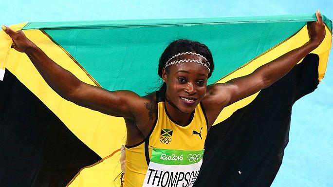 الجامايكية ايلاين طومسون تحقق انجازا نادرا وتفوز في ثنائية السرعة باولمبياد ريو