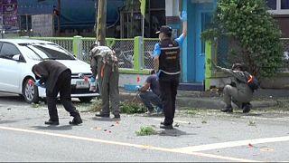 الجيش التايلاندي يعلن احتجازه 15 شخصا يُشتَبه فيهم الارتباط باعتداءات يوميْ 11 و12 أغسطس الماضي.