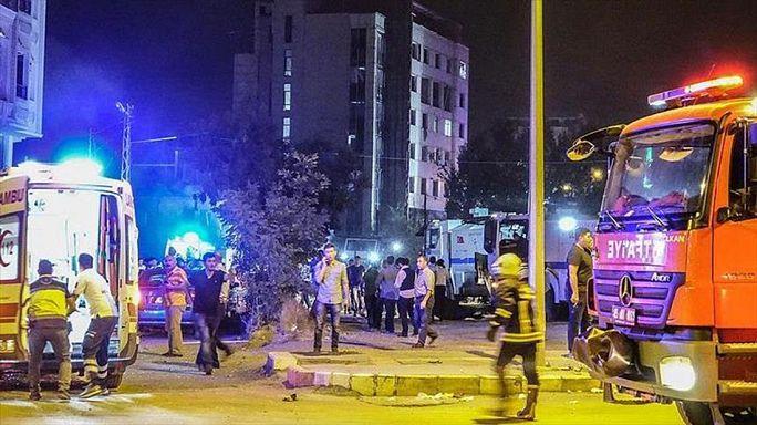 Két rendőrőrsnél robbantottak Törökország dél-keleti részén