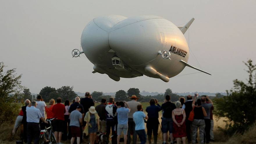 Größtes Luftfahrzeug der Welt absolviert Jungfernflug