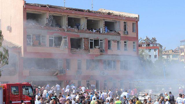 3 تفجيرات تهز تركيا...10 قتلى و200 جريح