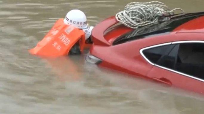 Çin'in güneyinde tayfun hayatı felç etti