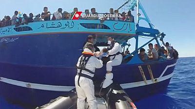 Italian coast guards rescue 246 migrants