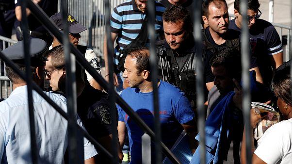 سلطات اللجوء في أثينا تستمع للطيارين الاتراك الفارين