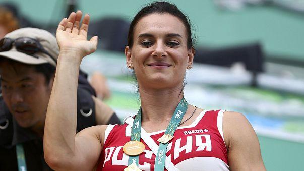 بطلة القفز بالزانة الروسية يلينا ايسينباييفا توقف مسيرتها الرياضية