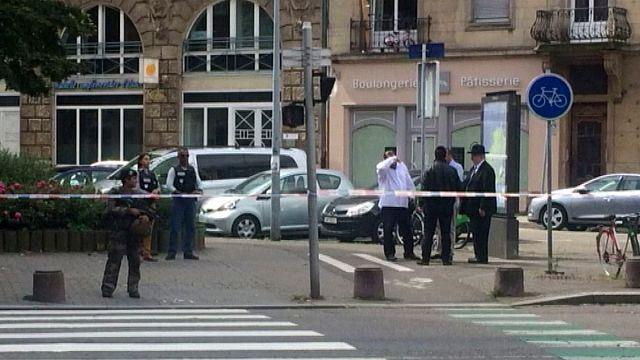 """Страсбург: прохожий с ножом и криком """"аллах акбар"""" напал на еврея"""