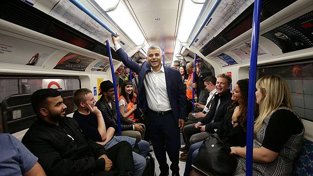 Éjszakai metró Londonban