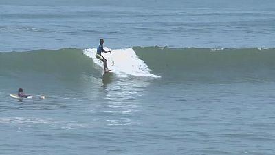 Sénégal : le surf, nouveau hobby des dakarois