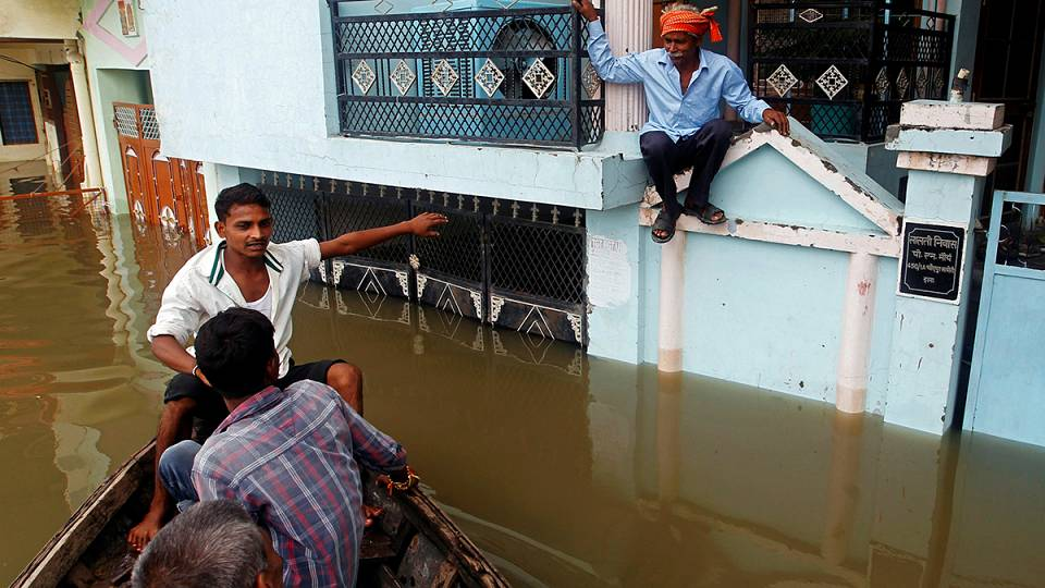 How have the people of India adapted to cope with the monsoon rains?
