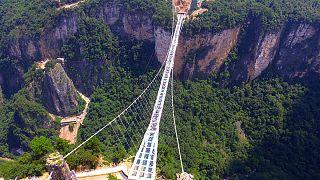China: inauguran un puente de cristal de 430 metros
