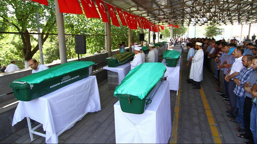 Bombenanschlag auf Hochzeit: Attentäter soll ein Kind gewesen sein