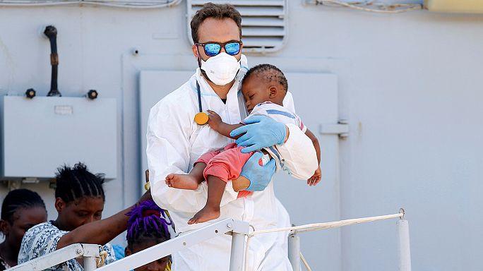إغاثة المئات من المهاجرين قبالة السواحل الليبية