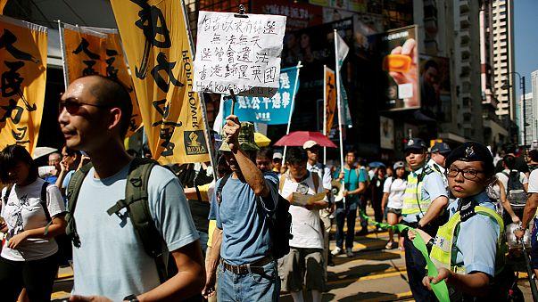 مظاهرة جماهرية في هونغ كونغ للتنديد بمنع مرشحين من المشاركة في الانتخابات التشريعة