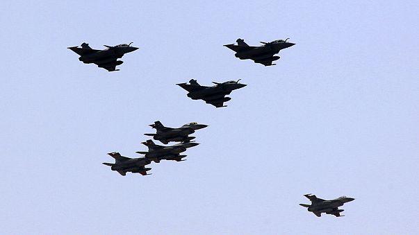 """Síria: França bombardeia alvos do """"Daesh"""" em Raqqa"""
