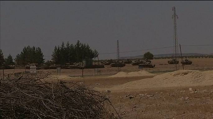 """تركيا تنشر دبابات بالقرب من جرابلس السورية وسط مساعي لتطهير الحدود من """"الدولة الاسلامية"""""""