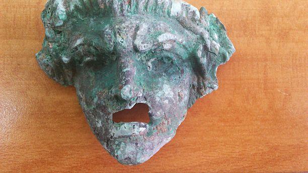 Ηράκλειο: Αρχαιολογικός θησαυρός και δενδρύλλια χασίς εντοπίσθηκαν σε αγροικία