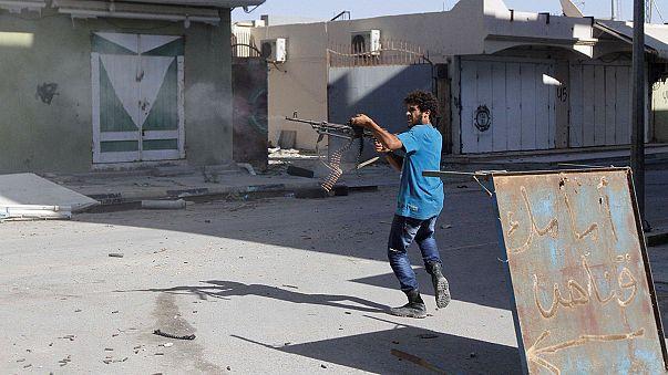 Libia: continuano i combattimenti, il Parlamento nega la fiducia al Governo