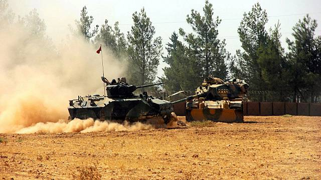 الجيش التركي يبدأ حملة عسكرية ضد تنظيم داعش في جرابلس