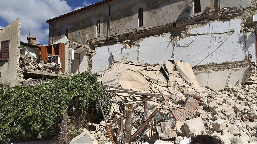 Quake brings down buildings in central Italy