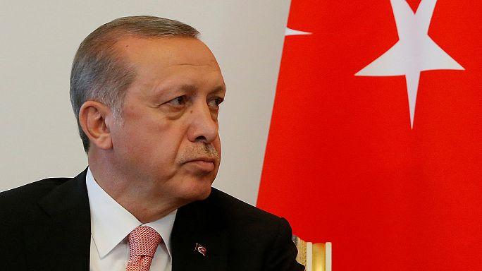 Erdoğan tankokat küldött Szíriába, a kurdok ellen