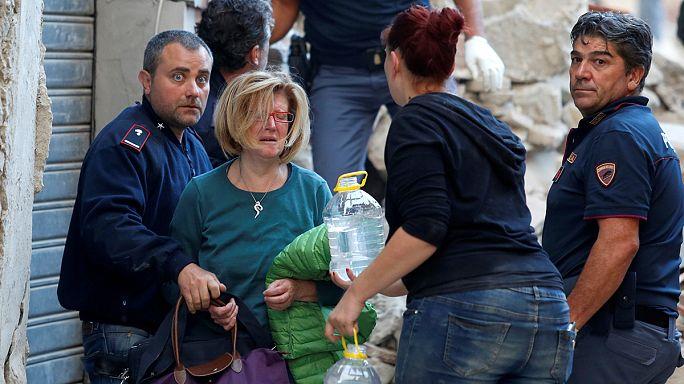 شاهد عاش زلزال إيطاليا: طواقم الانقاذ وصلت متأخرة