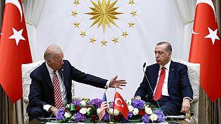 Joe Biden chez Erdogan pour apaiser les tensions