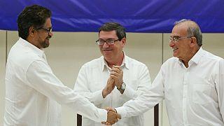 Gobierno y FARC anuncian un acuerdo definitivo de paz en Colombia