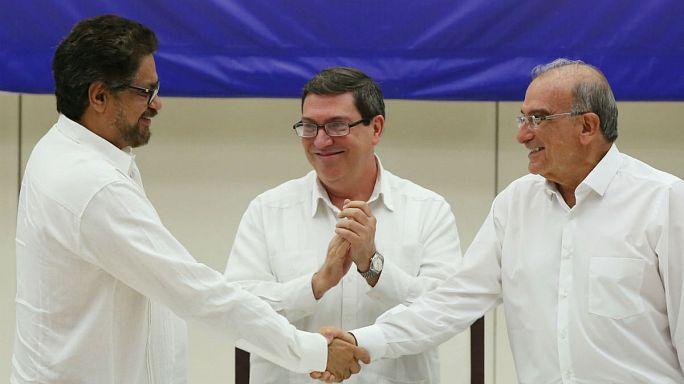 Acordo histórico põe fim a meio século de guerra na Colômbia