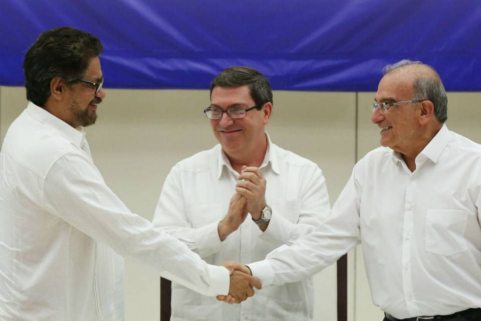 Colombian government and FARC rebels  unveil  a final peace deal to end Latin America's longest-running insurgency