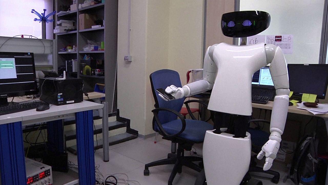 Instituto Italiano de Tecnologia cria robô mordomo