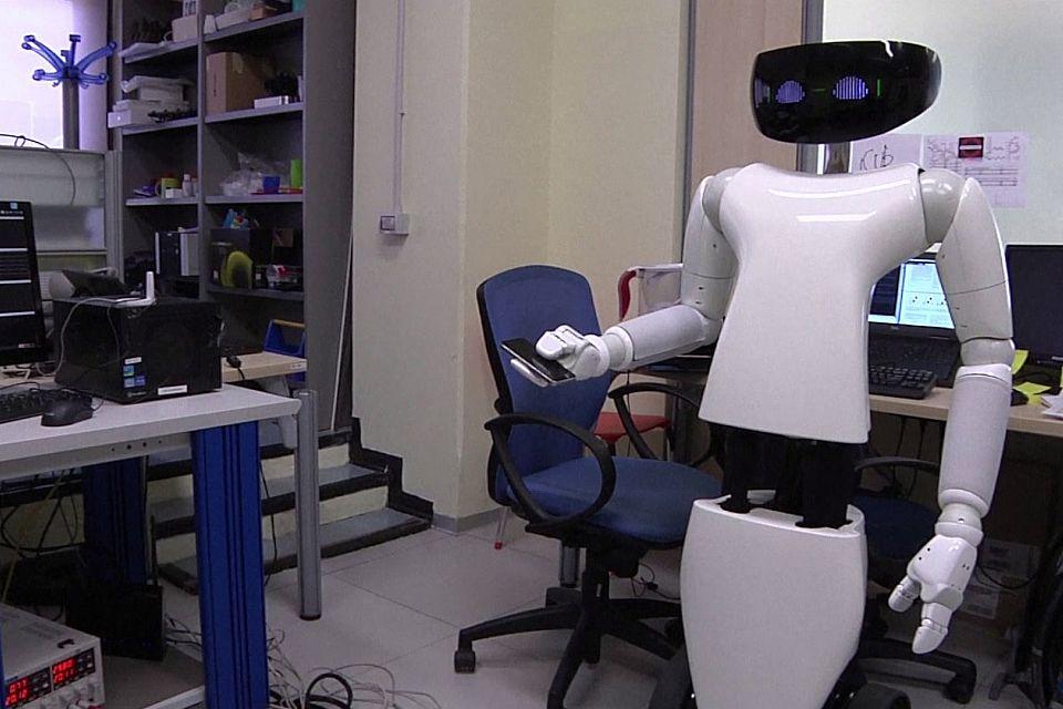 R1, le nouvel assistant humanoïde à votre service