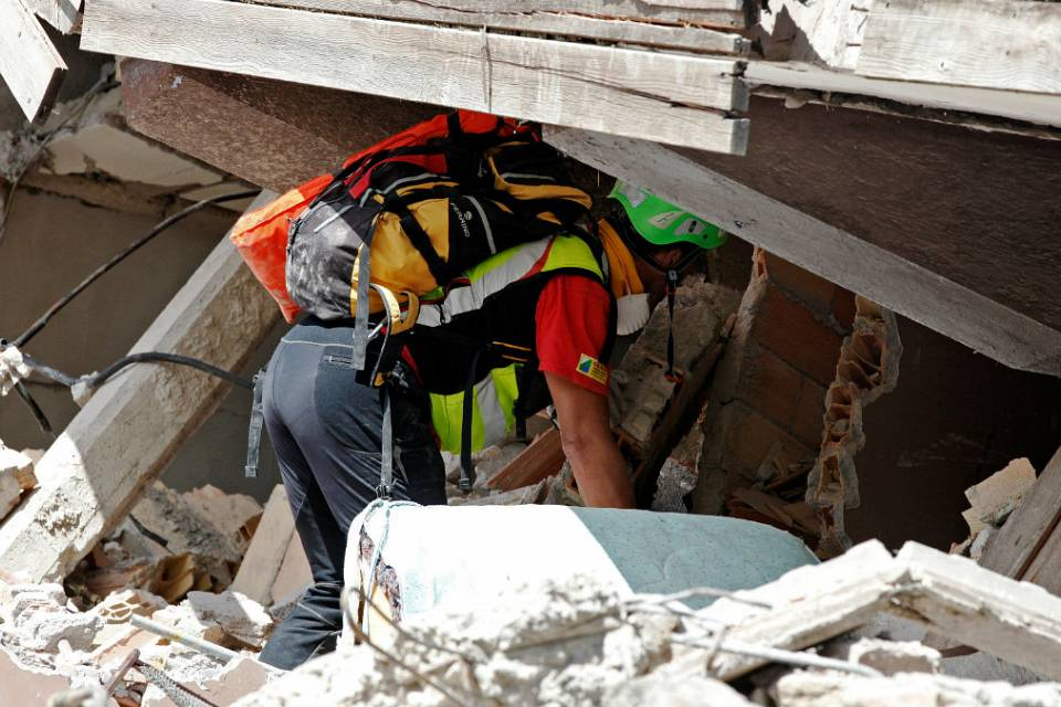 Fears grow for those trapped as the death toll from the Italy quake rises to 247
