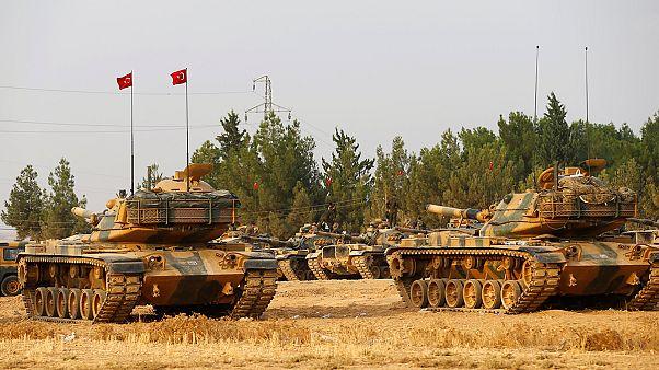 Türkische Armee setzt Offensive fort: Panzer rücken nach Syrien vor