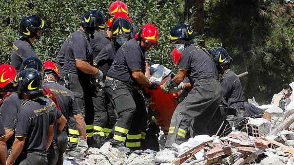 Séisme en Italie : le travail sans relâche des secouristes