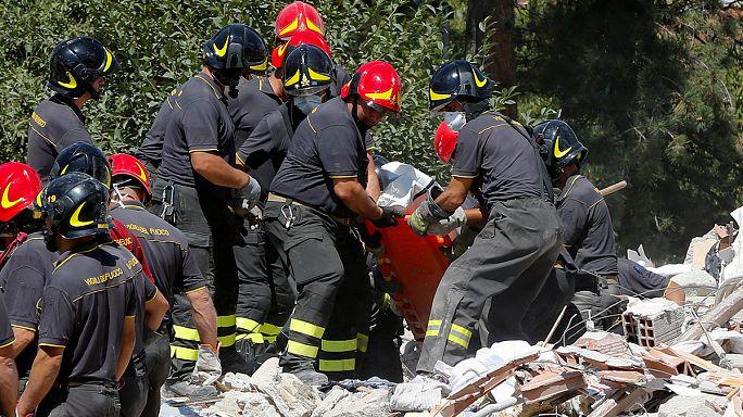 Zahl der Opfer nach Erdbeben in Italien dürfte weiter steigen