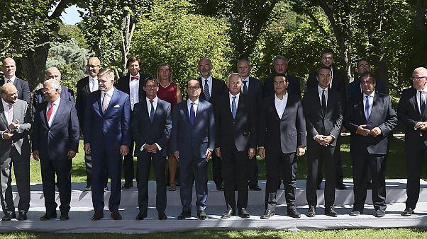 Diplomáciai nagyüzemmel zárul a nyár