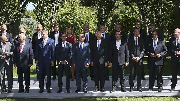 تحركات سياسية أوروبية للرئيس الفرنسي فرنسوا هولاند و للمستشارة الألمانية أنجيلا ميركيل