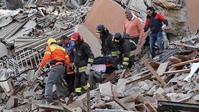 İtalya'da binlerce gönüllü depremzedelere yardım ediyor