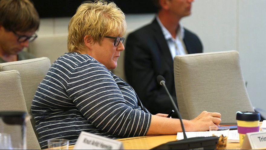 Deputada norueguesa à caça de Pokemones durante audição parlamentar