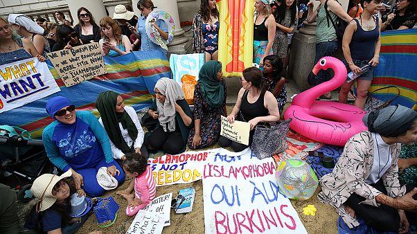 Londra: un party da spiaggia in difesa delle donne in burkini