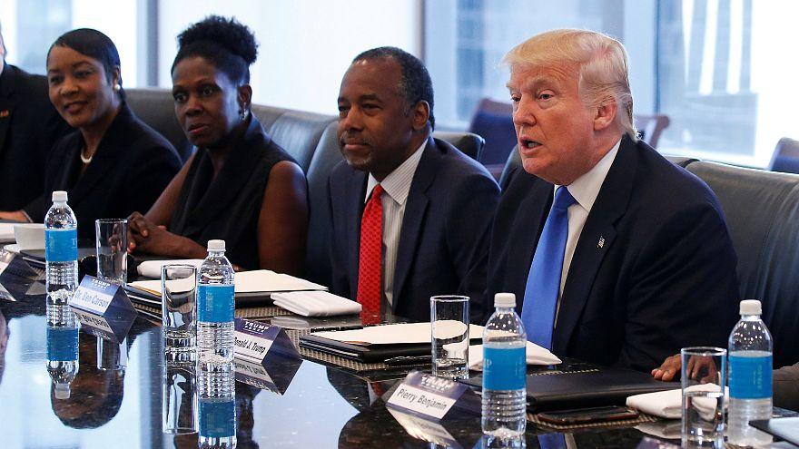 Clinton et Trump s'accusent de racisme par meeting interposé